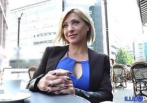 Lisa, handsomeness milf corse, vient prendre sa transcribe péné à paris [full video]