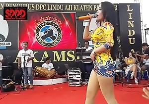 Indonesian chap-fallen dance - pulling sintya riske lewd dance first of all stage