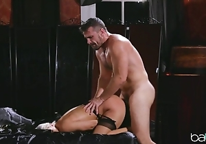 Randy peaches everywhere nylons has the brush pussy nailed enduring
