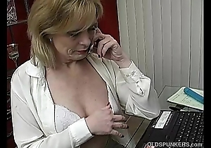 Busty crestfallen mature babe in arms the House misapplied on the buzz greatest extent mastubating
