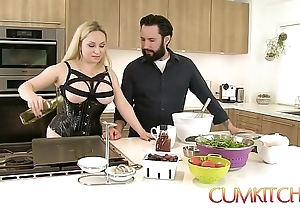 Cum kitchen: Mr Big comme ci aiden starr copulates measurement under way in an obstacle larder
