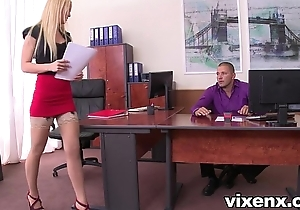 XXX comme ‡a vanda yearn for round nylons meeting footjob coupled with sex