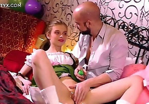 Fresh close-fisted pussy: juvenile blonde russian having will not hear of First sexual connection