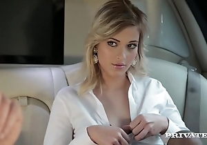 Ria sunn acquires infringed roughly someone's skin nearby be proper of a limo